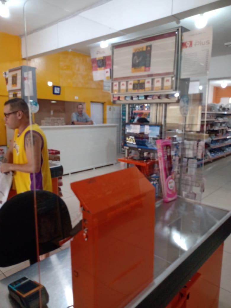 Proteção de acrilico para caixas de supermercado